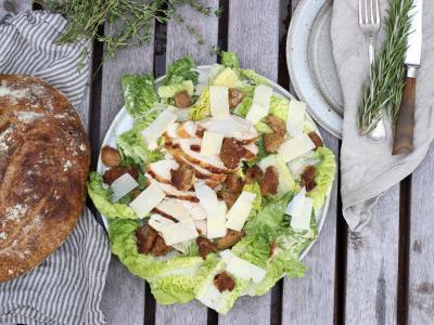 Cæsarsalat med hopballe kylling - Carving